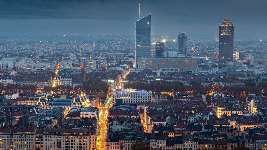 フランスは非常事態宣言でも全面的な制限できず経済止められない苦しい決断